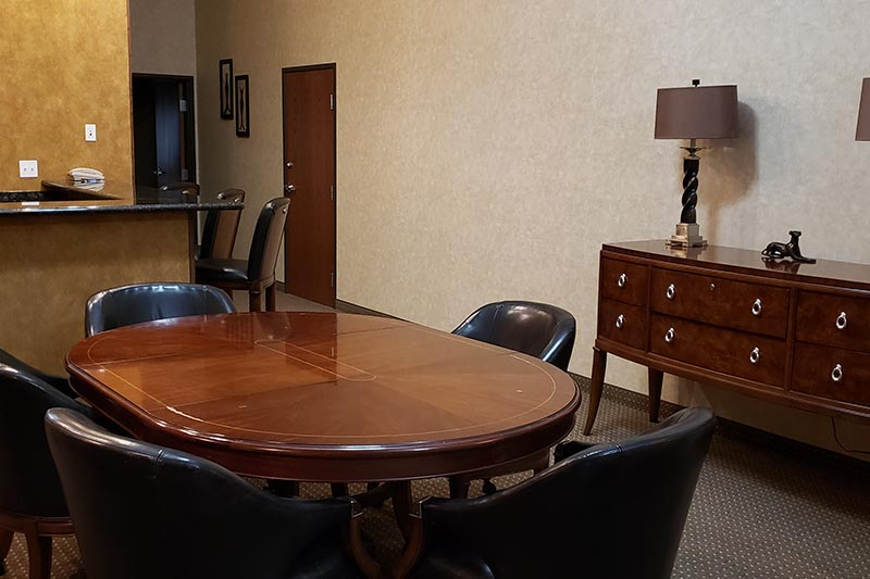 Queen Executive Suite dining table